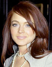 Lindsay Lohan in better times, looking classy in a pearl necklace